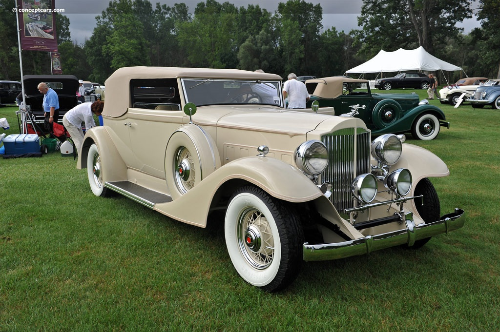 1933 Packard 1002 Standard Eight Image