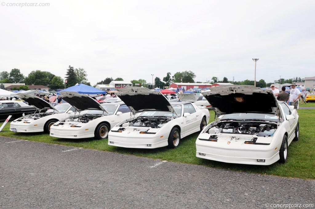 1989 Pontiac Firebird technical and mechanical specifications