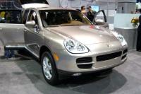 2004 Porsche Cayenne image.
