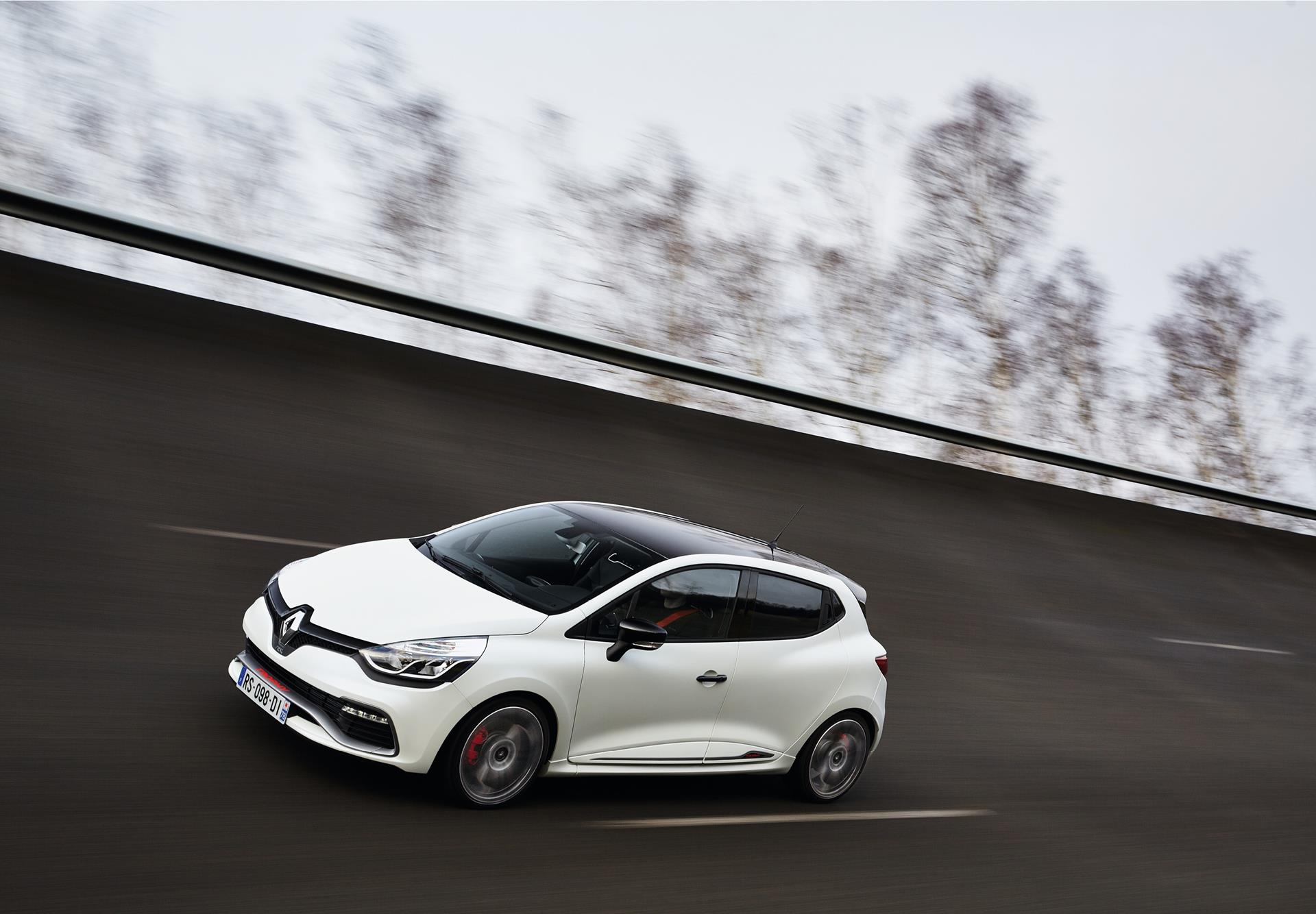 2015 Renault Clio Renaultsport 220 Trophy technical and mechanical