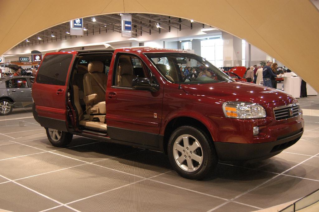 Minivan 2018 >> 2005 Saturn Relay Image. https://www.conceptcarz.com/images/Saturn/saturn_miniVan_dc_dv_05_01.jpg