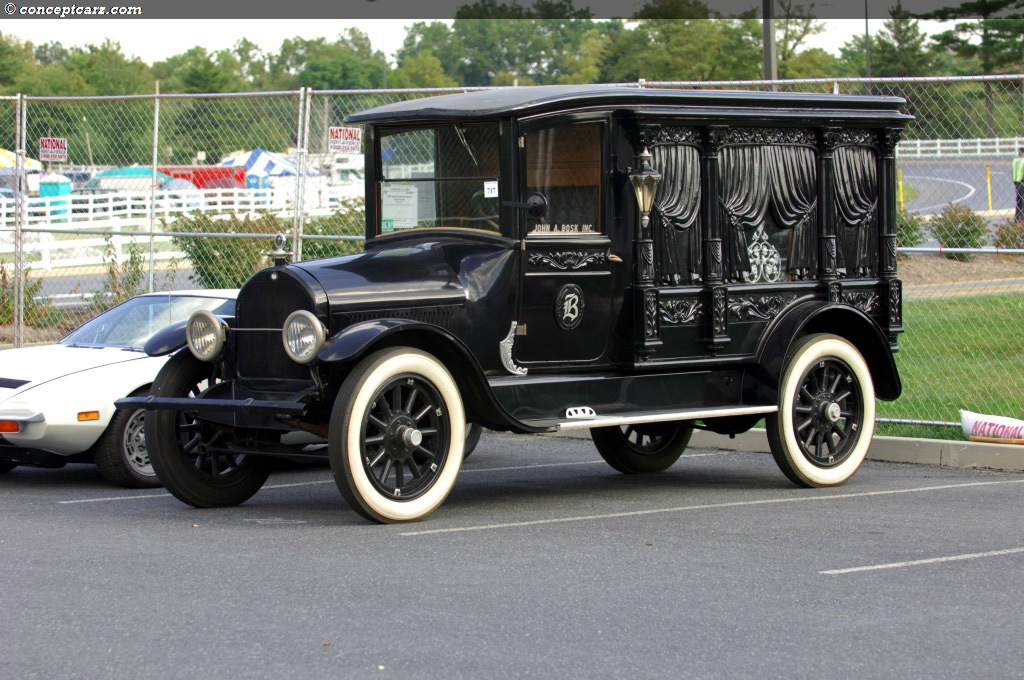 1919 Sayers and Scovill Hearse Image