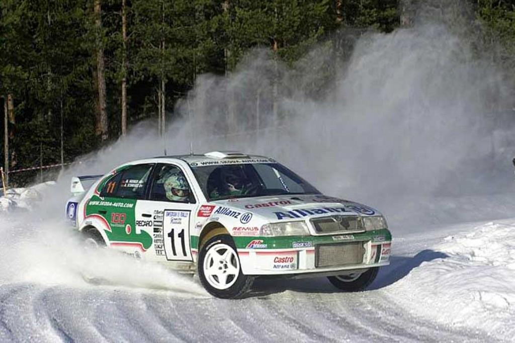 2001 Skoda Octavia WRC Image. https://www.conceptcarz.com/images/Skoda/skoda_octavia_WRc_manu-01 ...