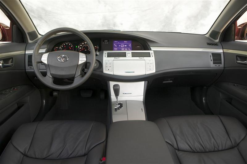 Sienna Hybrid >> 2010 Toyota Avalon Image. https://www.conceptcarz.com/images/Toyota/2010-Toyota-Avalon-Sedan ...