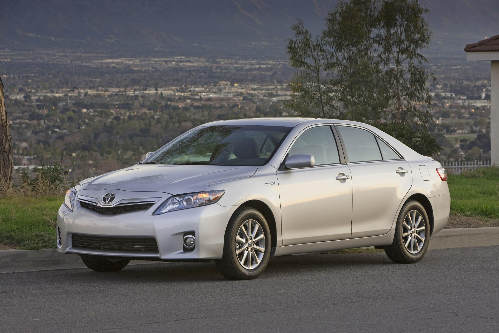 2011 Toyota Camry Hybrid News and Information
