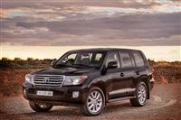 2013 Toyota Land Cruiser image.