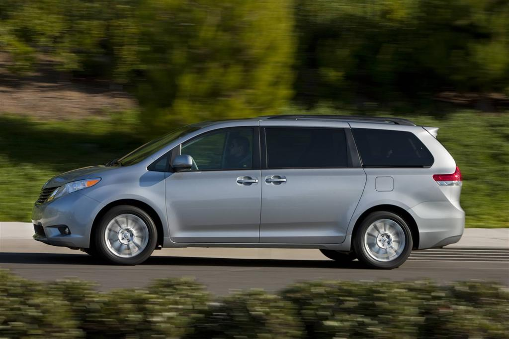auction results and sales data for 2013 toyota sienna. Black Bedroom Furniture Sets. Home Design Ideas