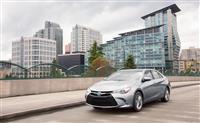 2017 Toyota Camry Hybrid image.