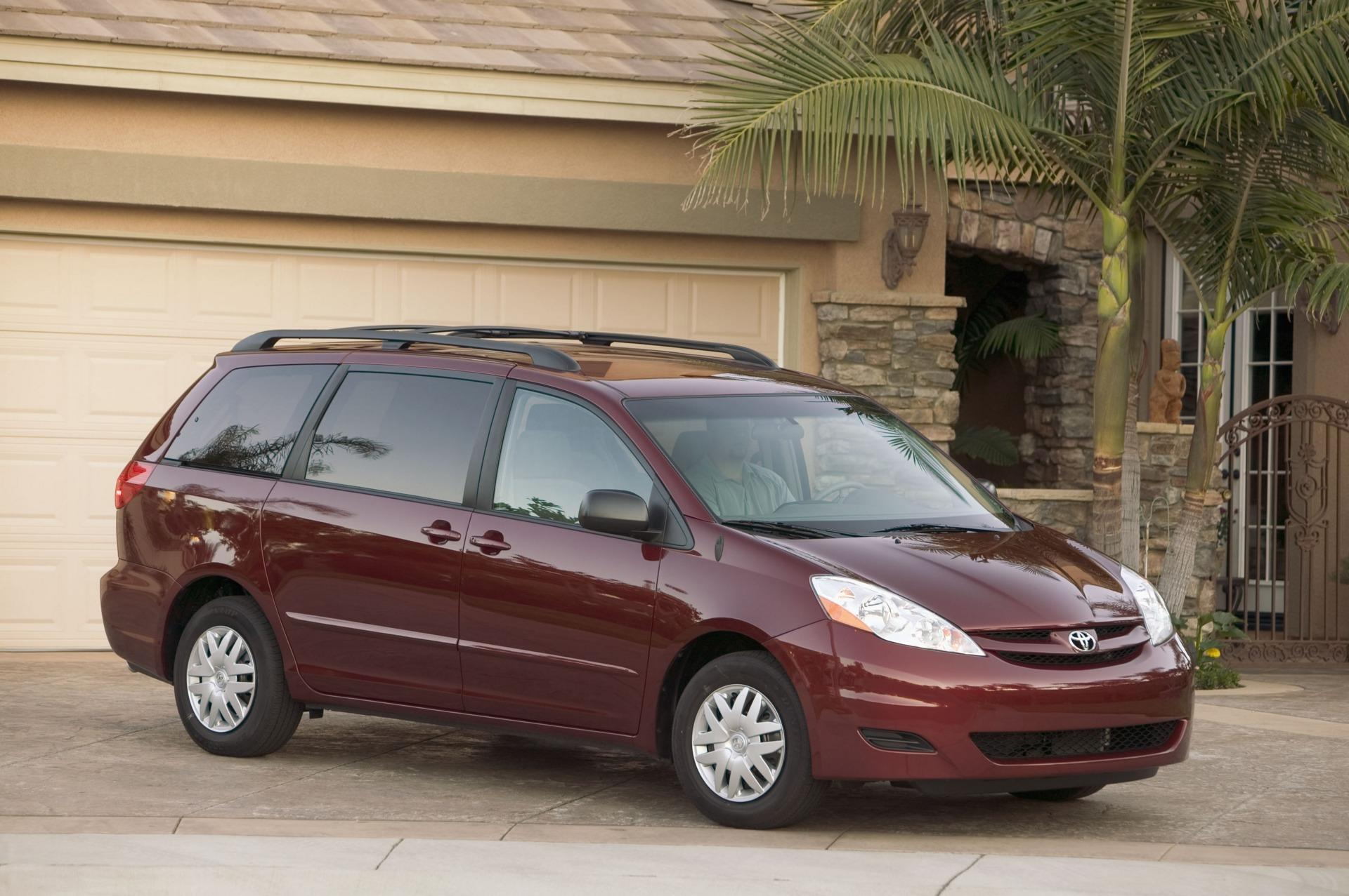 2009 toyota sienna news and information. Black Bedroom Furniture Sets. Home Design Ideas