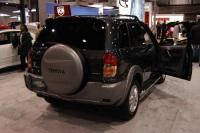 2003 Toyota RAV4 image.