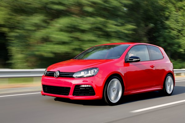 2017 Volkswagen Golf GTI RS Concept thumbnail image