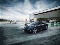 2013 Volkswagen GTI image.