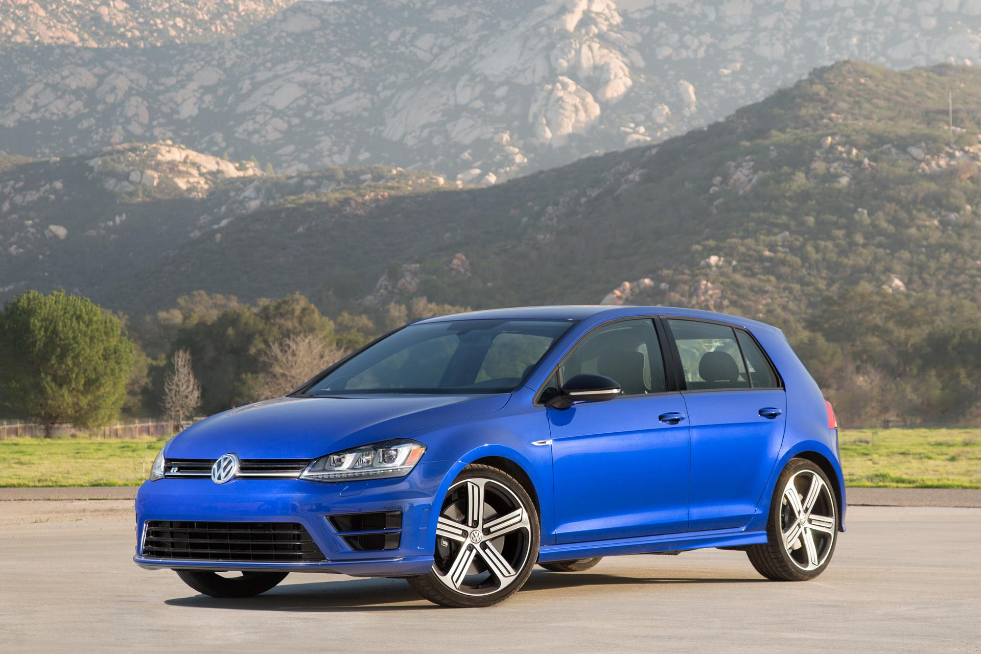 2016 Volkswagen Golf R News and Information