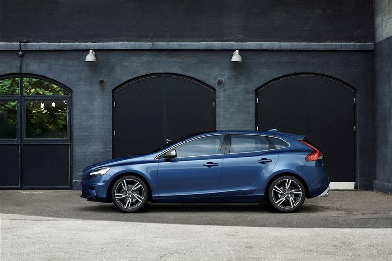 2018 Volvo V40 Image Photo 25 Of 71
