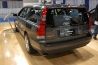 2004 Volvo V70 image.