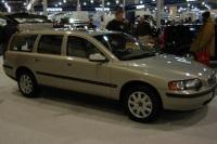 2003 Volvo V70 image.