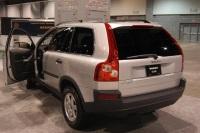 2005 Volvo XC90 image.