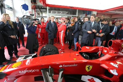 LUCA DI MONTEZEMOLO ENCOURAGING THE TEAM: NOW 120% FROM EVERYBODY