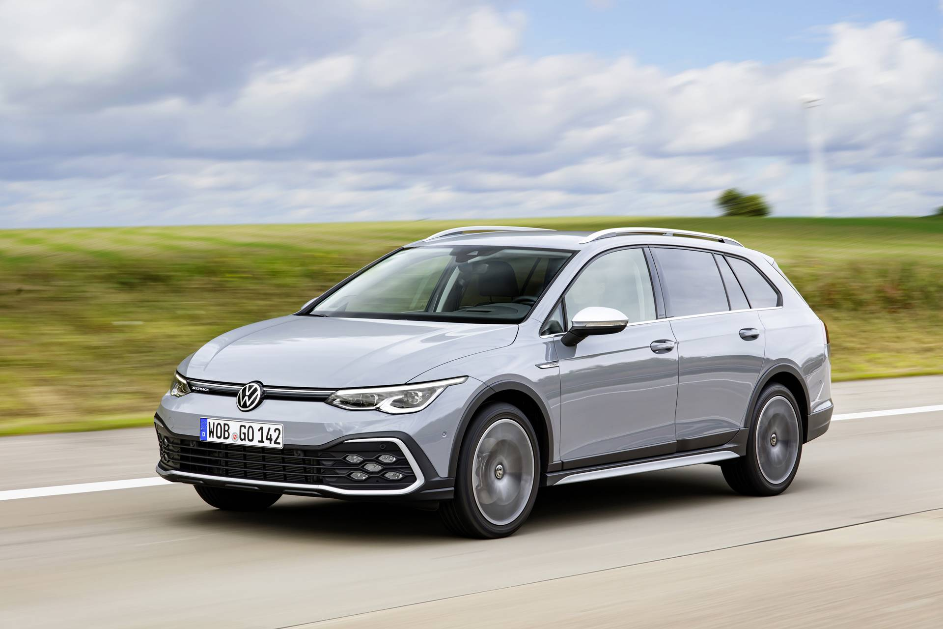 New Golf Estate Arrives In UK With More Space, Style And Standard-Fit Equipment Than Ever Before