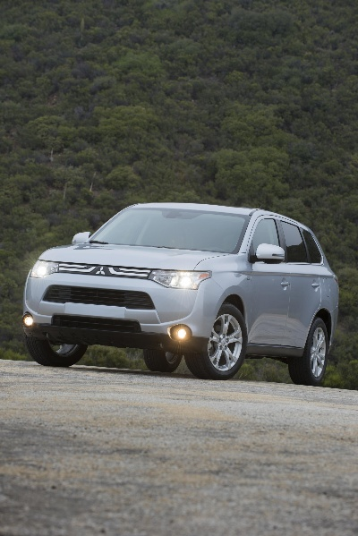 All-New 2014 Mitsubishi Outlander Soars to New Heights ...