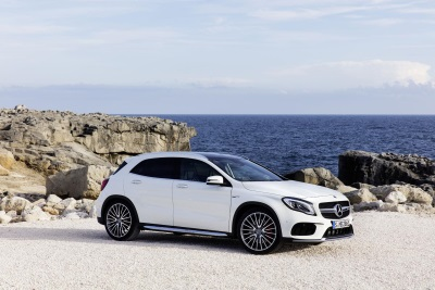 THE NEW MERCEDES-BENZ GLA: FITNESS PROGRAMME FOR COMPACT SUV