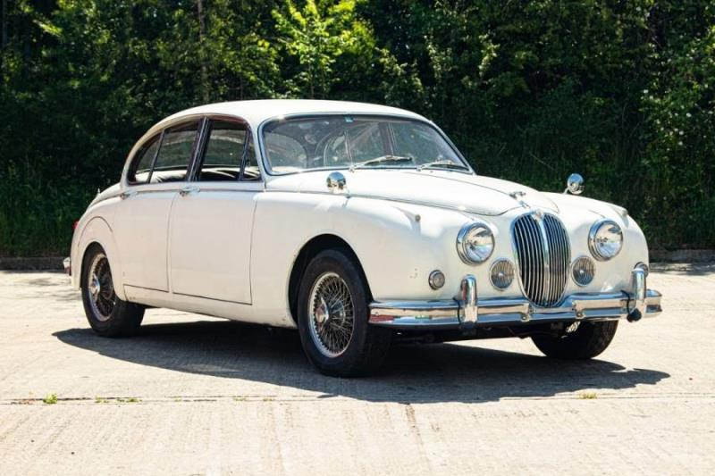 Two striking No Reserve Jaguars head to London on Saturday 26th June