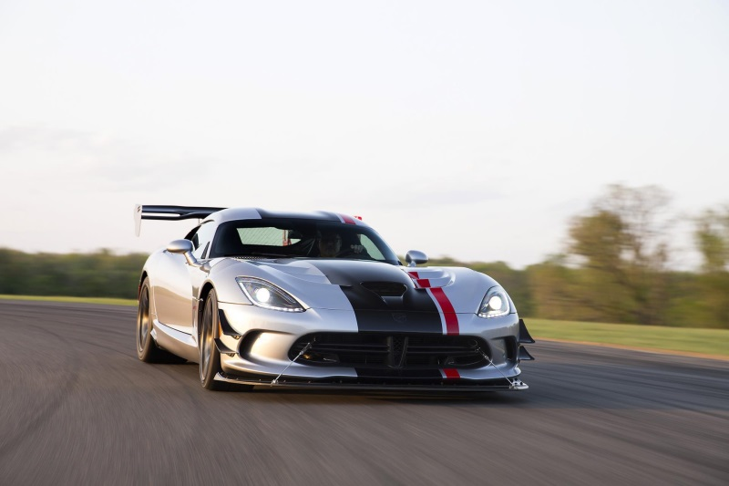 DODGE VIPER POWERS INTO 2016 WITH NEW ACR MODEL, EXPANDED CUSTOM OPTIONS AND INDUSTRY-EXCLUSIVE COLORS