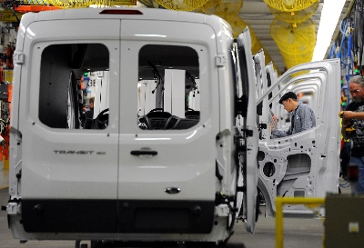 2,000 NEW FORD KANSAS CITY EMPLOYEES CELEBRATE START OF PRODUCTION OF GAME-CHANGING 2015 FORD TRANSIT VAN
