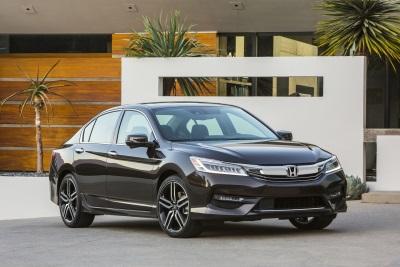2017 Honda Accord Hybrid Makes Cars.Com 'Car Seat Check Honor Roll'