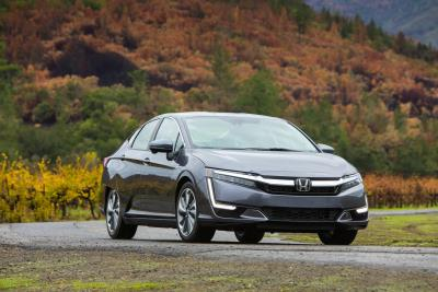 2019 Honda Clarity Wins Cars.Com 2019 Eco-Friendly Award