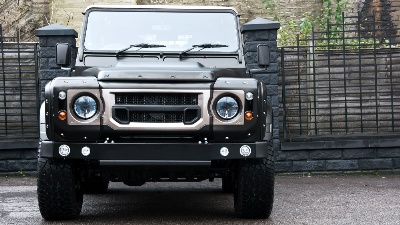 The A. Kahn Design Defender 2.2 TDCI SW 90 - Chelsea Wide Track is the must have Defender for the fashion conscious individual.