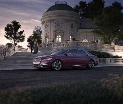 AN EVENING OF HOLLYWOOD GLAMOUR: LINCOLN CELEBRATES CONTINENTAL'S ARRIVAL WITH FOOD, FILM