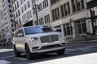 Color On-Point: New Lincoln Navigator Arrives With Three Striking Monochromatic Themes, Advanced Technology