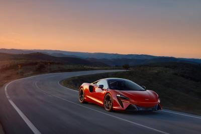 All-new McLaren Artura High-Performance Hybrid powertrain sets new supercar standards; amplifies McLaren driving experience