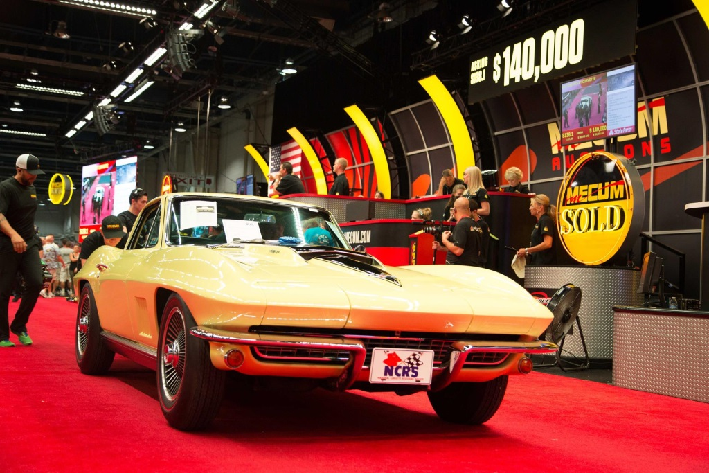 HIGH ENERGY AND HUGE CROWDS AT MECUM\'S SECOND-ANNUAL HARRISBURG AUCTION