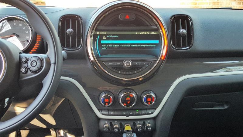 Interior images of the MINI Cooper S E Countryman ALL 4