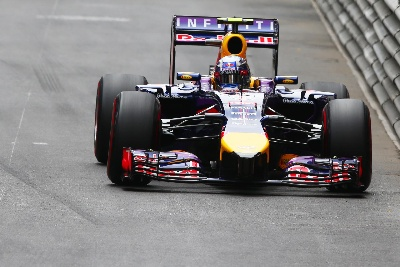 SUCCESSIVE PODIUM FINISHES FOR DANIEL; VETTEL CRUELLY DENIED A GOOD RESULT