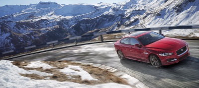 2017 JAGUAR XE DEBUTS IN LOS ANGELES WITH AWD AND APPLE WATCH CONNECTIVITY