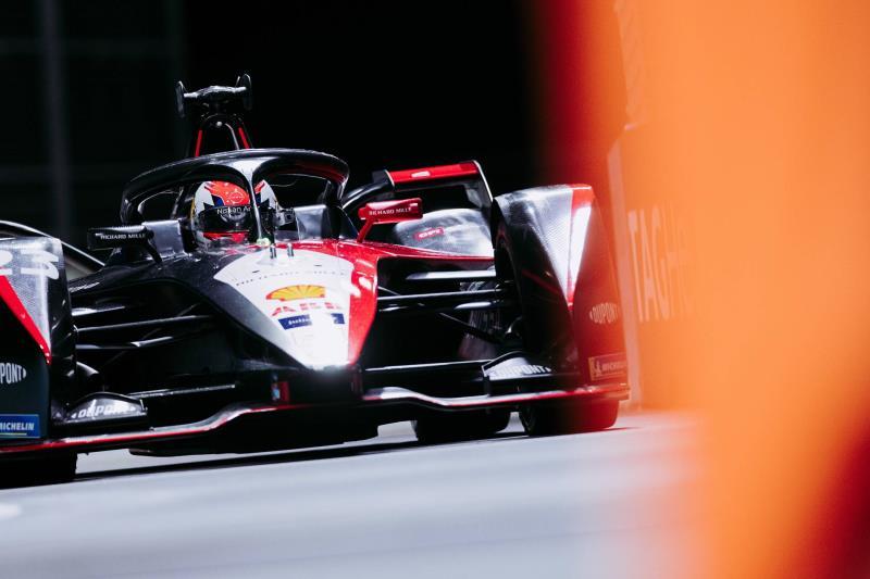 Nissan e.dams races hard at challenging Formula E London races