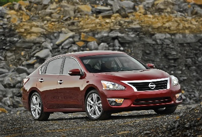 2014 NISSAN ROGUE, ALTIMA AND PATHFINDER AMONG KELLEY BLUE BOOK'S 12 BEST FAMILY CARS