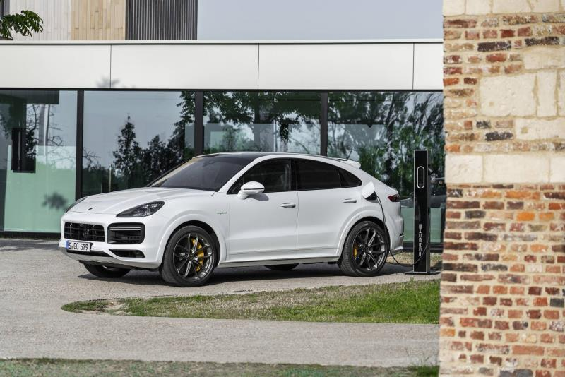 Most Powerful: Porsche Cayenne Turbo S E-Hybrid Models Announced
