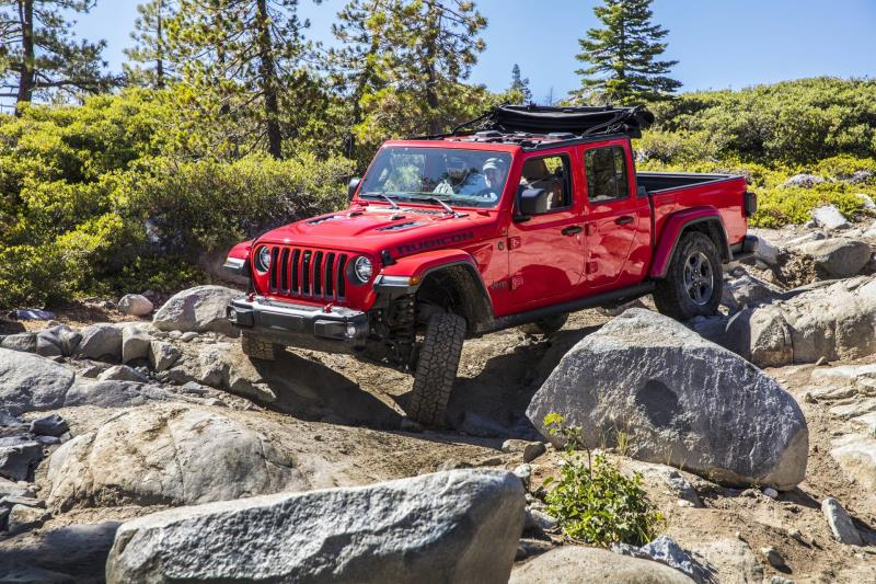 Car And Driver 10 Best >> Ram 1500 And Jeep Gladiator Named To Car And Driver S 10best
