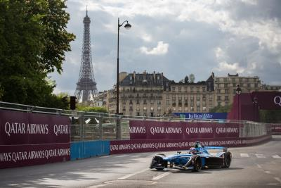 Renault e.dams Drivers In The Heat Of Battle On The Invalides Circuit