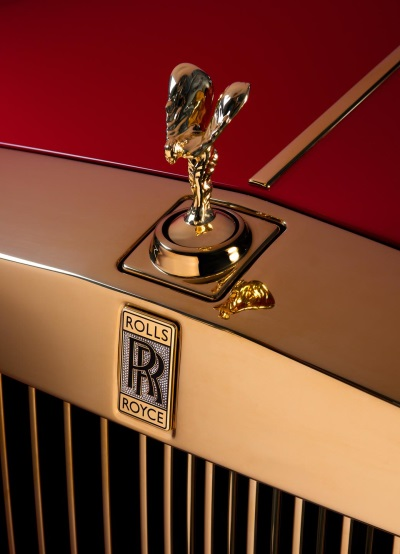 Gold Rolls Royce >> Two Gold Infused Phantoms Join Rolls Royce Collection