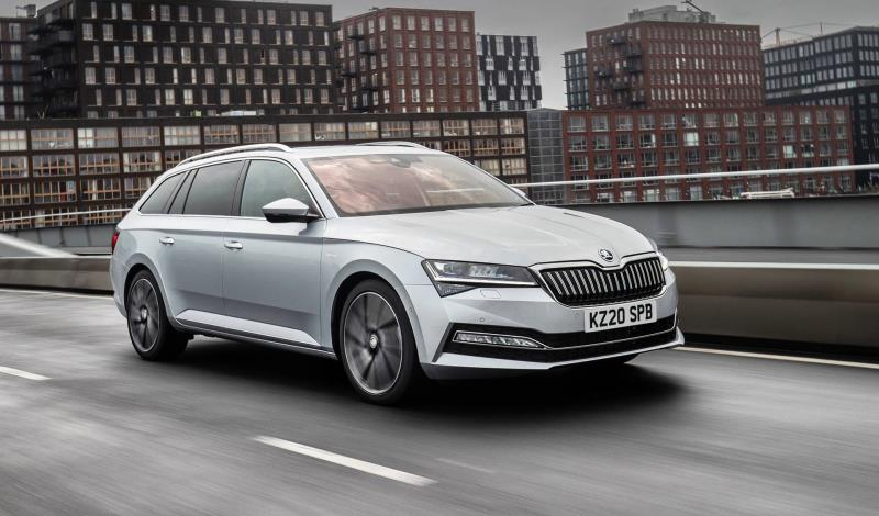 Superb iV Electrifies What Car? Judges To Scoop 2020 Hybrid Estate Of The Year Title