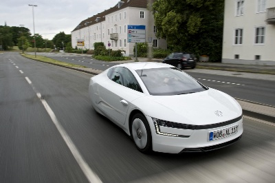 VOLKSWAGEN XL1, WORLD'S MOST FUEL-EFFICIENT AND AERODYNAMIC PRODUCTION CAR, MAKES U.S. DEBUT IN CHATTANOOGA