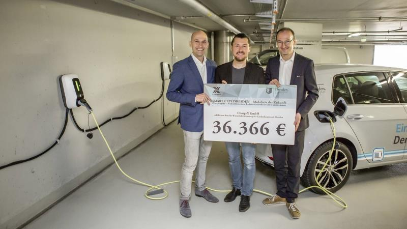 Intelligent Power Strip: Transparent Factory In Dresden Installs Flexible, Expandable Electric Charging Infrastructure