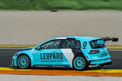 A REAL RACER – INITIAL TESTS WITH THE VOLKSWAGEN GOLF GTI TCR PROVE SUCCESSFUL