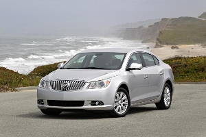 BUICK LACROSSE SEDAN BLENDS ELEGANCE AND EFFIEICENCY