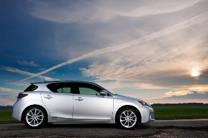 2013 CT 200h Premium Hybrid Compact Is Efficient and Exhilarating